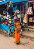 THANJAVOUR,印度- 2月14 :一个未认出的圣洁Sadhu人 库存图片