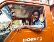 THANJAVOUR,印度- 2月13 :未认出的印地安人坐 图库摄影