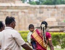 THANJAVOUR, LA INDIA - 13 DE FEBRERO: Una persona india no identificada i Foto de archivo
