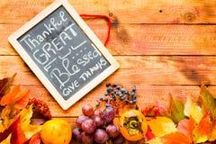 Thanksgiving day, de achtergrond van de herfstbladeren stock foto's
