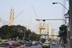 Thanon Phetchaburi路街道视图在Sukhumvit曼谷泰国 库存图片