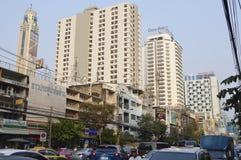 Thanon Phetchaburi路街道视图在Sukhumvit曼谷泰国 免版税库存图片