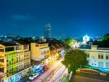 Thanon Phra Athit på natten Arkivbild