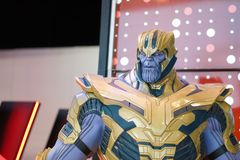 Thanos na frente do teatro para promover os vingadores jogo final do filme, filme fotos de stock