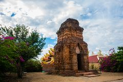 Thap Poshanu torn askfat vietnam Phan Thiet Royaltyfri Fotografi