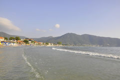 Thassos, 8月19日:从Thassos海岛的日出海滩在希腊 库存图片