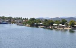 Thassos, 21-ое августа: Seashore Limenas от острова Thassos в Греции стоковые изображения rf