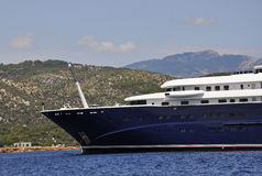 Thassos, 21 Augustus: Cruiseschip op het Egeïsche Overzees dichtbij Thassos-eiland in Griekenland Stock Foto
