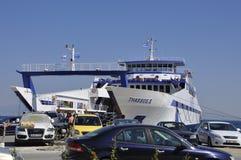 Thassos, 20 Augustus: De Veerboot van het Potosdorp van Thassos-eiland in Griekenland Stock Afbeeldingen