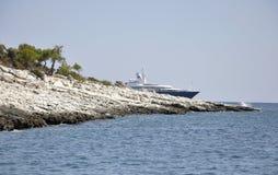 Thassos, 21 Augustus: Rotsenklip op het Egeïsche Overzees dichtbij Thassos-eiland in Griekenland Royalty-vrije Stock Afbeelding