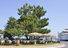 Thassos, 20 Augustus: Terras in Potos-dorp van Thassos-eiland in Griekenland Royalty-vrije Stock Foto