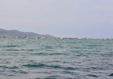 Thassos, 21 Augustus: Waterkant van Thassos-eiland van Cruise rond in Griekenland Royalty-vrije Stock Foto's