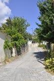 Thassos, el 23 de agosto: Opinión de la calle del pueblo de Theologos de la isla de Thassos en Grecia Fotos de archivo libres de regalías
