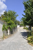 Thassos, le 23 août : Vue de rue de village de Theologos d'île de Thassos en Grèce Photos libres de droits