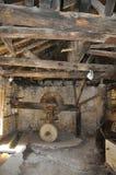 Thassos, o 23 de agosto: Interior antigo do moinho na vila de Theologos da ilha de Thassos em Grécia Fotografia de Stock Royalty Free