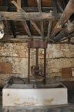 Thassos, o 23 de agosto: Interior antigo do moinho na vila de Theologos da ilha de Thassos em Grécia Fotografia de Stock