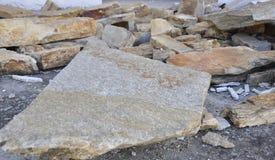 Thassos, o 23 de agosto: Telhe a ardósia da construção na vila de Theologos da ilha de Thassos em Grécia Foto de Stock Royalty Free