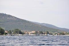 Thassos, Sierpień 21st: Foreshore Thassos wyspa od rejsu wokoło w Grecja Zdjęcia Stock
