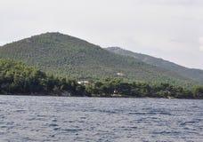 Thassos, Sierpień 21st: Foreshore Thassos wyspa od rejsu wokoło w Grecja Obrazy Royalty Free