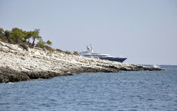 Thassos, Sierpień 21st: Skały faleza na morzu egejskim blisko Thassos wyspy w Grecja Obraz Royalty Free