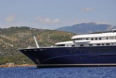 Thassos, Sierpień 21st: Statek Wycieczkowy na morzu egejskim blisko Thassos wyspy w Grecja Zdjęcie Stock