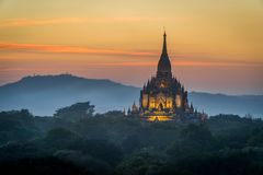 Thatbyinnyu tempel royaltyfria foton