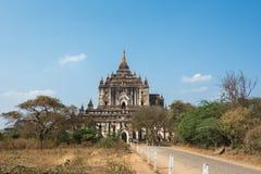 Thatbyinnyu tempel den högsta templet i Bagan, Myanmar royaltyfri bild