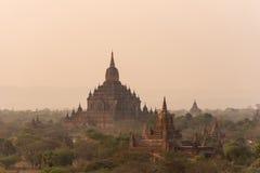 Thatbyinnyu tempel den högsta templet i Bagan, Myanmar royaltyfri fotografi