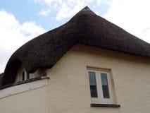 thatched коттедж стоковое изображение