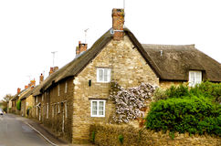 thatched крыша 2 коттеджей английская стоковые изображения