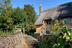 Thatched cottage, Cotswolds Royalty Free Stock Images