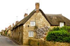 thatched engelskt tak för 2 stuga arkivbilder