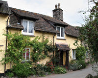Free Thatched English Cottage Royalty Free Stock Image - 3236306