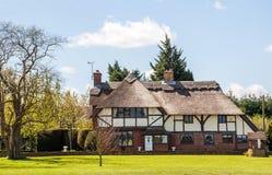 thatched stuga Arkivfoto