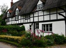 thatched stuga Arkivbild