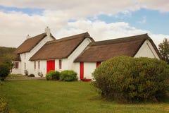 thatched stuga Fanad huvud Ståndsmässiga Donegal ireland arkivfoto