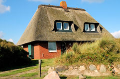 thatched tak house2 Arkivfoton