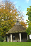thatched trädgårds- skydd Fotografering för Bildbyråer