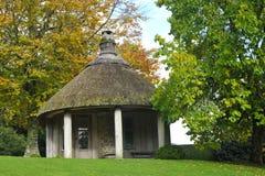 thatched trädgårds- skydd Royaltyfri Bild