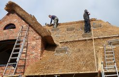 Thatching a Roof on Foehr Island. Foehr or Föhr is one of the North Frisian Islands on the German North Sea coast. It is located in the federal state of Stock Photo