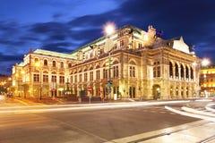Théatre de l'opéra d'état de s de Vienne 'la nuit, Autriche Photos libres de droits