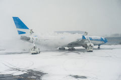 Thawing a plane at New York airport - February 2016 Stock Image