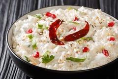Thayir Saadam凝乳米食谱蒸的米和简单的凝乳或者与另外磨炼香料特写镜头在板材 库存照片