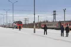 Free The Arrival Of The Train In The Winter Royalty Free Stock Photography - 108637277