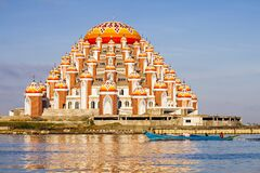 Free The Beautiful 99 Domes Mosque In Makassar, Indonesia. Royalty Free Stock Photography - 178951507