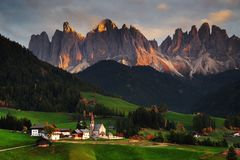 Free The Church Santa Maddalena With The Impressive Odle Mountains Group In The Background, At Sunset. Stock Photo - 130554800