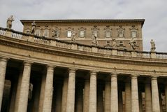 The Colonnade Of St. Peter S Basilica In Vatican Stock Photos