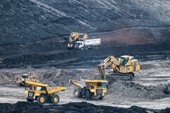 Free The Excavator In The Quarry., Production Of Coal In The Coal Mine Royalty Free Stock Image - 180864946