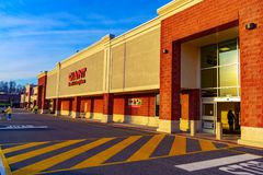 Free The  Giant Food Store Entrance Royalty Free Stock Image - 168050456