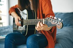 Free The Guitarist Plays The Guitar Royalty Free Stock Photos - 214575808